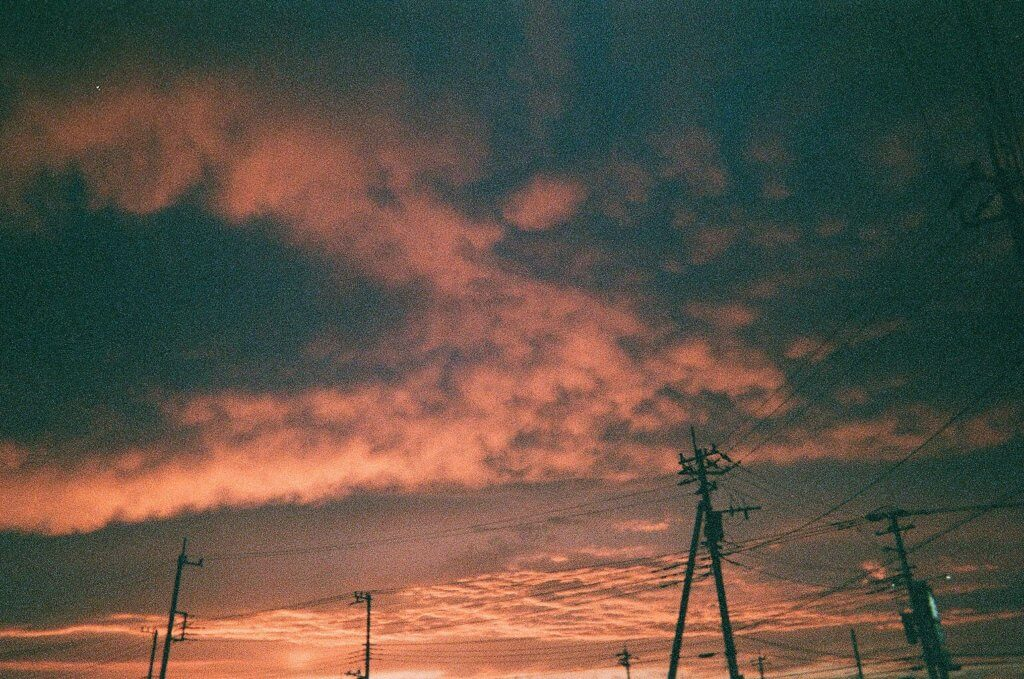 夕暮れ 電柱 写真