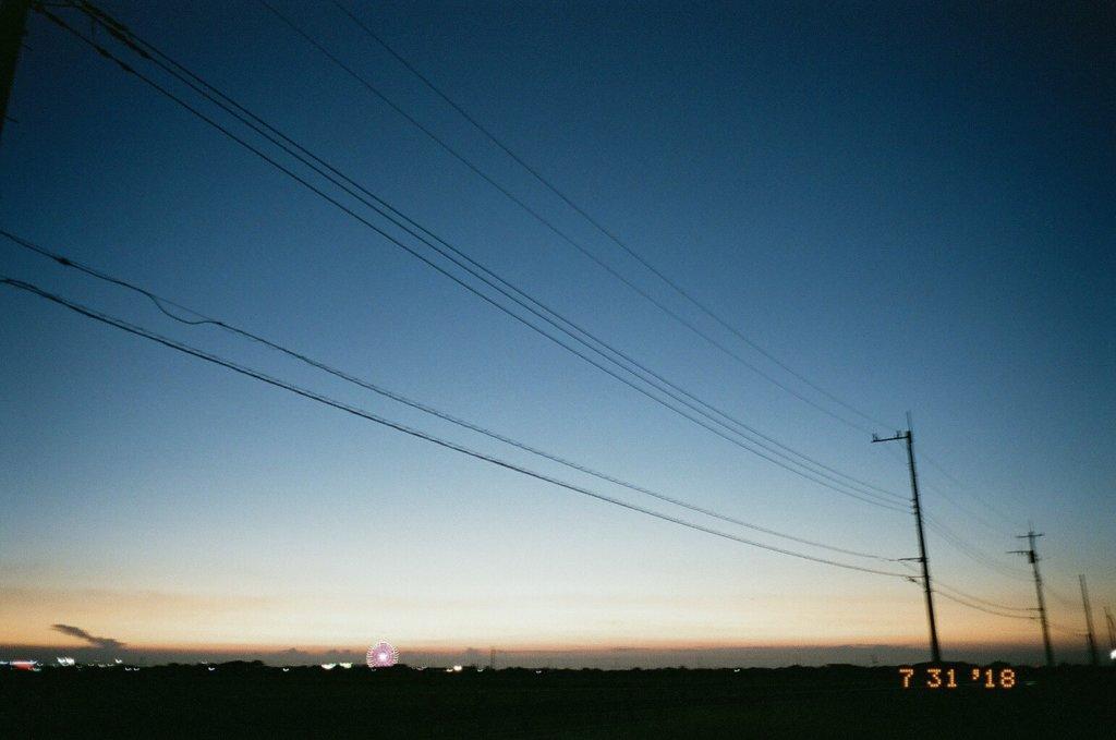 電線 夕方 写真